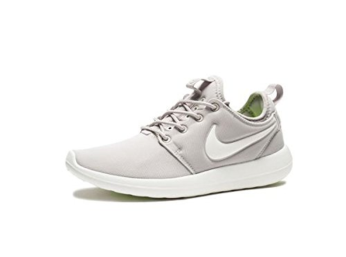 b7e5b45228787 NIKE ROSHE TWO RUN GREY SPORT SHOES available at Amazon for Rs.3699