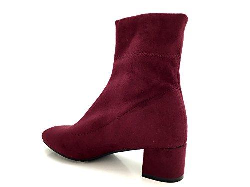 CHIC NANA . Chaussure femme bottine à talon, effet suédine, dotée d'un bout rond et d'un talon large. Rouge