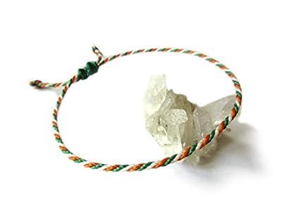 Bracelet corde/fil Vert Orange & Blanc. Simple/Unisexe/Porte chance/Brésilien/Drapeau Irlande Inde Côte d'Ivoire. Fin cordon souple fait et tressé main avec du fil ciré et ajustable avec nœud coulissant. Réf.#P5