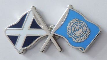 United Nations Vereinten Nationen Flagge & Schottland Flagge Freundschaft Höflichkeit Pin Badge