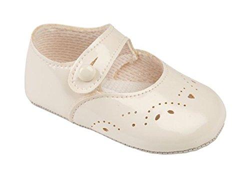 Baypods Kinderwagen-Schuhe für Mädchen–mit Knopfverschluss und ausgestanzten Blütendetails Elfenbeinfarben glänzend