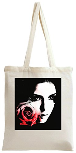 elena-gilbert-with-rose-sac-a-main