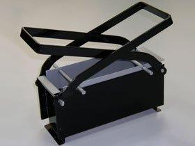 Presse à briquettes pour papier et carton