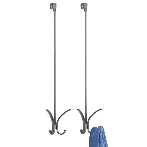mDesign Juego de 2 colgadores para Puerta - Percheros de Puerta con 4 Ganchos Cada uno para pasillos o Cuartos de baño - Cuelga Ropa para Abrigos, Chaquetas, Sombreros, Toallas, etc. - Gris