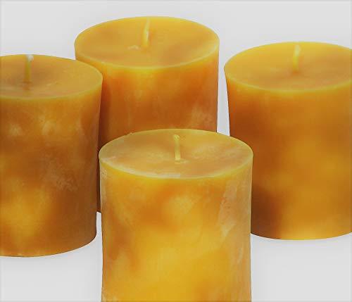 4 mittlere Stumpenkerzen Höhe 7,5 cm, Durchmesser 6,5 cm. BIENENWACHSKERZEN aus reinem Imkerwachs - Kerzen aus der Schwarzwälder Kerzenmanufaktur.