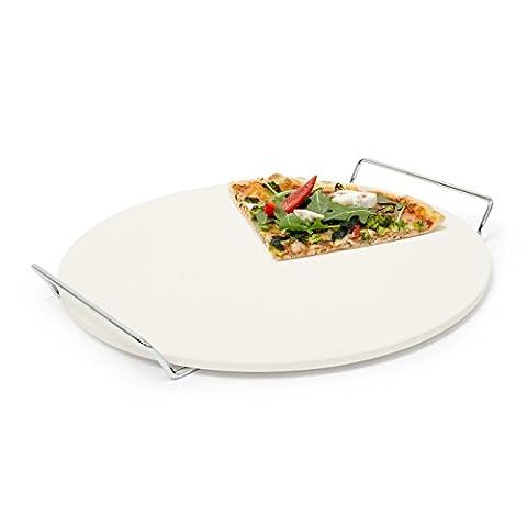 Relaxdays 10019338 Pizzastein für Backofen rund, Baking Stone aus Cordierit mit Metallhalter für knusprige Steinofenpizza Grillstein für Pizza, Brot und Flammkuchen in Herd und Grill, Durchmesser 33 cm, 1 cm dick, beige
