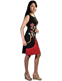 Sans manches noir et robe rouge avec des impressions de fleurs colorées et broderie