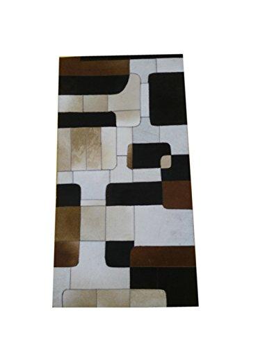 Tappeto pelle di mucca modello patchwork. Misure: 63x120 cms. Realizzato