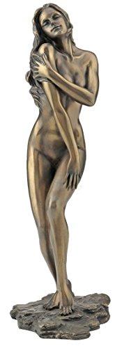 Weiblicher Akt Frau stehend, streichelt Schulter Figur bronziert Skulptur