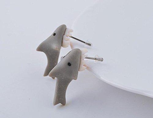 Omeny 1 Pair Artesanal niñas arcilla mordiendo los tiburones orejas Stud Pin - Grey