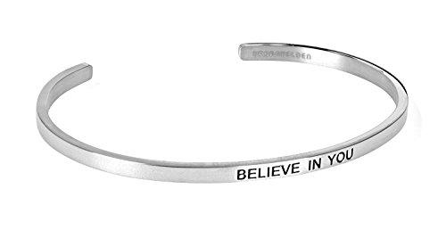 """URBANHELDEN - Armreif mit Gravur - Damen Schmuck Inspiration Motivation - Verstellbar, Edelstahl - Armband mit Spruch\""""Believe in you\"""" - Silber"""