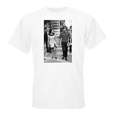 Olivia Hussey and Leonard Whiting walking. T-shirt