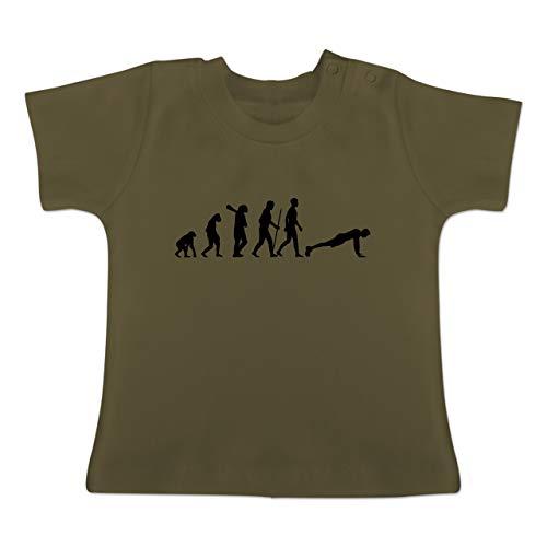 Evolution Baby - Liegestütze Evolution - 3-6 Monate - Olivgrün - BZ02 - Baby T-Shirt Kurzarm