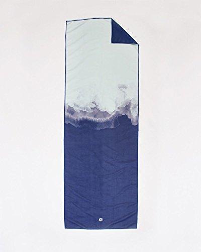 hochwertiges-yoga-handtuch-velvet-hellblau-blau-als-auflage-fur-deine-yogamatte-o-sehr-gute-trocknun