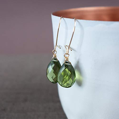 Herbstliche Ohrringe aus 14k Gold Fill mit Edelsteinen in Olivgrün