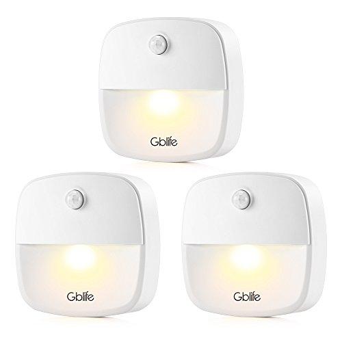 GBlife Luces de sensor de movimiento - LED Luz nocturna de sensor de movimiento con batería , pegado en cualquier lugar, luz para escalera, dormitorio, pasillo, baño, cocina etc. (Blanco Cálido, Paquete de 3)[Clase de eficiencia energética A++]
