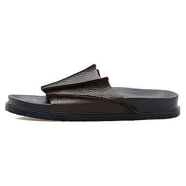 Slippers & amp da uomo;PU Estate Outdoor casual piani del tallone sandali neri Brown sandali US9.5 / EU42 / UK8.5 / CN43