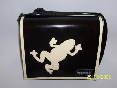 Preisvergleich Produktbild PemaBAG Tasche inkl. Tragegurt, aus hochwertiger LKW-Plane gefertigt - Umhängetasche Höhe 25 cm x Breite 30 cm x Tiefe 10 cm schwarz