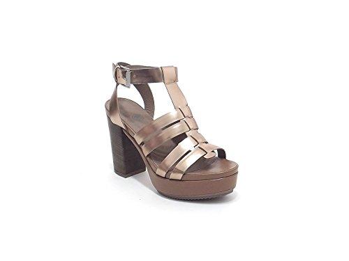 Janet sport donna,modello sandalo 37909, in pelle laminata, colore oro e cuoio