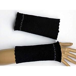 Armstulpen/Pulswärmer aus schwarzer Walkwolle (Walk, Walkstoff); Zierstich