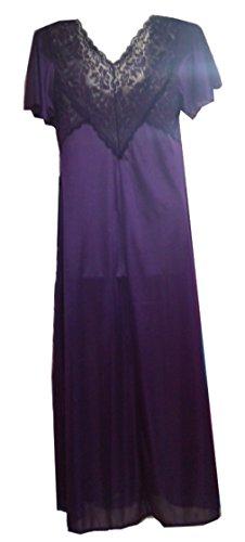 Splendida camicia da notte in raso viola lungo con la