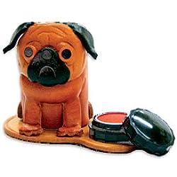 Sello de perro carlino de piel auténtica