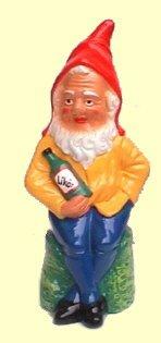Gartenzwerg aus Keramik- Josef sitzend mit Flasche