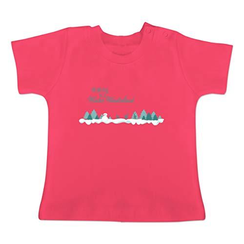 Weihnachten Baby - Walking in a Winter Wonderland Schnee - 18-24 Monate - Fuchsia - BZ02 - Baby T-Shirt Kurzarm