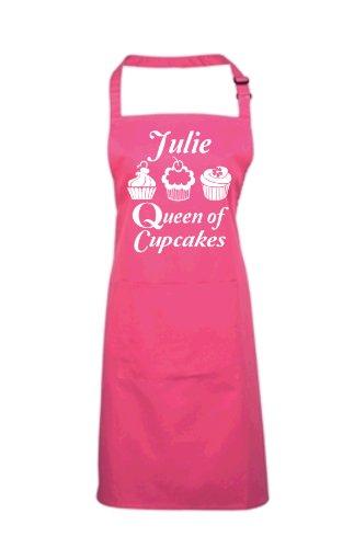 Personalisierte Queen of Cupcakes mit Namen Kochen/Backen Schürze (Go, Optionen und geben Sie Namen in den Geschenk Nachricht Finden Sie. und Speichern), Vinyl, Fuchsia, One Size Fuchsia Cupcake
