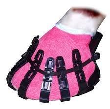 Horsecrocz - Wiederbenutzbare 'schuhe' die zum schutz des Verbands am hufen...