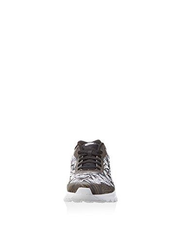 Nike Mens Air Max Invigor Kjqrd Sneakers, Nero Nero / Nero E Bianco