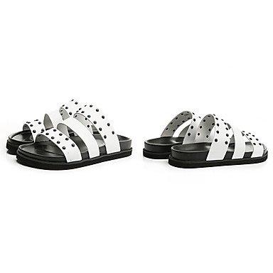 Slippers & amp da uomo;Comfort PU Estate Outdoor piatto tacco sandali con borchie Bianco Nero sandali US10 / EU43 / UK9 / CN44