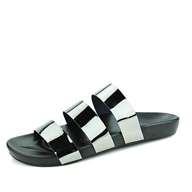 Slippers & amp da uomo;Comfort PU casual estate Acqua pattini piani del tallone Nero Argento Gray Golden sandali US8 / EU40 / UK7 / CN41