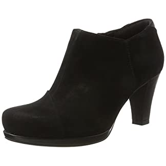 Clarks Women's Chorus Jingle Boots
