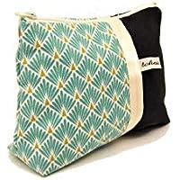 pochette maquillage noir et turquoise style scandinave, trousse en toile et tissu a motifs geometriques, fourre tout zippé, cadeau pour elle