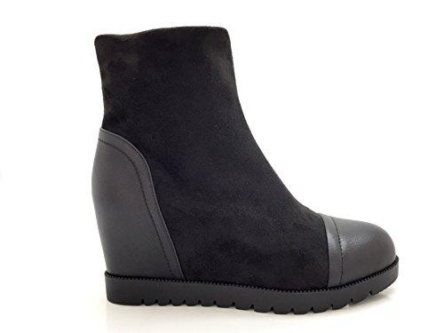 CHIC NANA . Chaussure femme bottine compensée bi-matière, effet suédine, dotée d'un bout rond en similicuir.