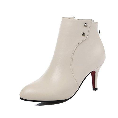 AgooLar Damen Spitz Zehe Mittler Absatz Knöchel Hohe Eingelegt Stiefel mit Rivet Set Cremefarben