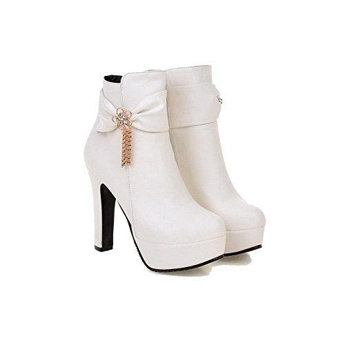 AllhqFashion Damen Rund Zehe Hoher Absatz Rein Stiefel mit Metalldekoration Weiß