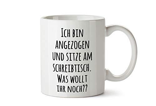 True Statements Tasse mit Spruch Ich Bin angezogen und sitze am Schreibtisch - was wollt Ihr noch? - Kaffeetasse, Kaffeebecher, Mitarbeiter, fürs Büro, Arbeit und Co.