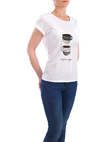 "Design T-Shirt Frauen Earth Positive ""But First Coffee"" - stylisches Shirt Essen & Trinken von Paper Pixel Print Weiß"