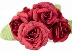 Scrappy Do Decorazione Rosa Musicale In Carta Con Pentagramma Extra Large Rossa (8cm x 8cm)