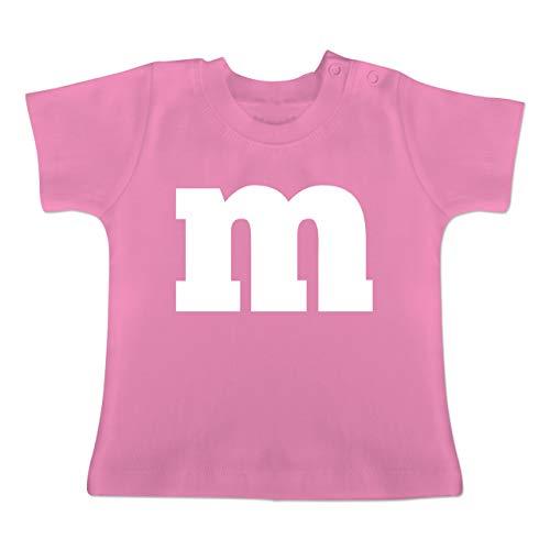 Karneval und Fasching Baby - Gruppen-Kostüm m Aufdruck - 6-12 Monate - Pink - BZ02 - Baby T-Shirt Kurzarm (Gruppe Der Sechs Kostüm)