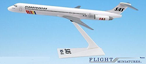 Preisvergleich Produktbild SAS Scandinavian McDonnell Douglas MD-80 Airplane Miniature Model Snap Fit 1:200 Part#AMD-08000H-014