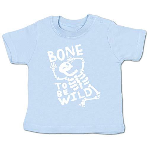 Anlässe Baby - Bone to me Wild Halloween Kostüm - 3-6 Monate - Babyblau - BZ02 - Baby T-Shirt Kurzarm