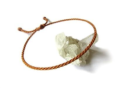 Bracelet corde/fil Camel Marron Orangé. Simple/Unisexe/Porte chance/Brésilien. Fait et tressé main avec du fil ciré et ajustable avec nœud coulissant. Réf.#11