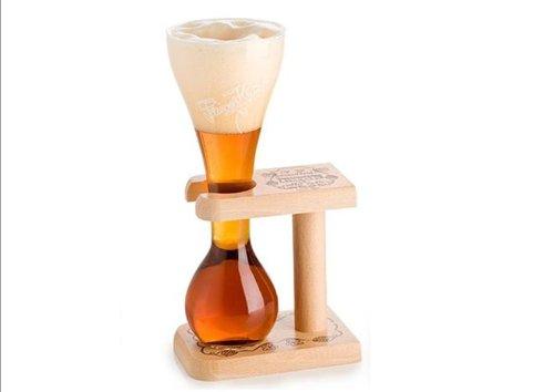 kwak-belga-cerveza-cristal-y-soporte-de-madera