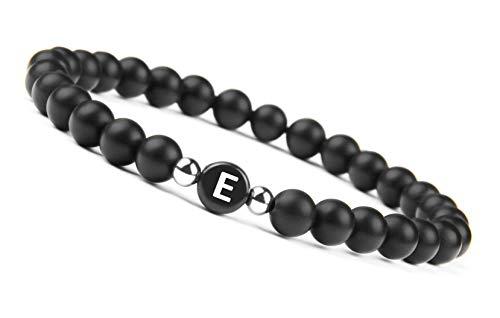 GOOD.designs name Pulsera hecha de piedras de ónix negro con cuentas de letras de A-Z, pulsera de amistad con pequeñas cuentas de plata esterlina (Letra E)