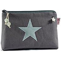 kleine Kosmetiktasche mit hellblauem Stern auf dunkelgrauem Leinen