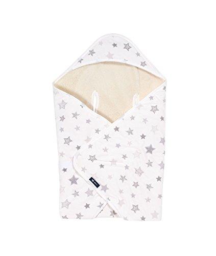 Alvi Baby Reisedecke Exclusiv | Baby Einschlagdecke 80cmx80cm | Babydecke mit integrierter Mütze | Babyhörnchen atmungsaktiv | passt für jede Babyschale, Design:Silver Stars silbergrau 786-9 (Babyschale Decke)