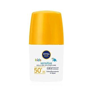 NIVEA SUN Kids Sensitive Protege & Juega Roll-on FP 50+ (1 x 50 ml), crema solar para niños extra resistente al agua, protector solar roll-on para piel sensible